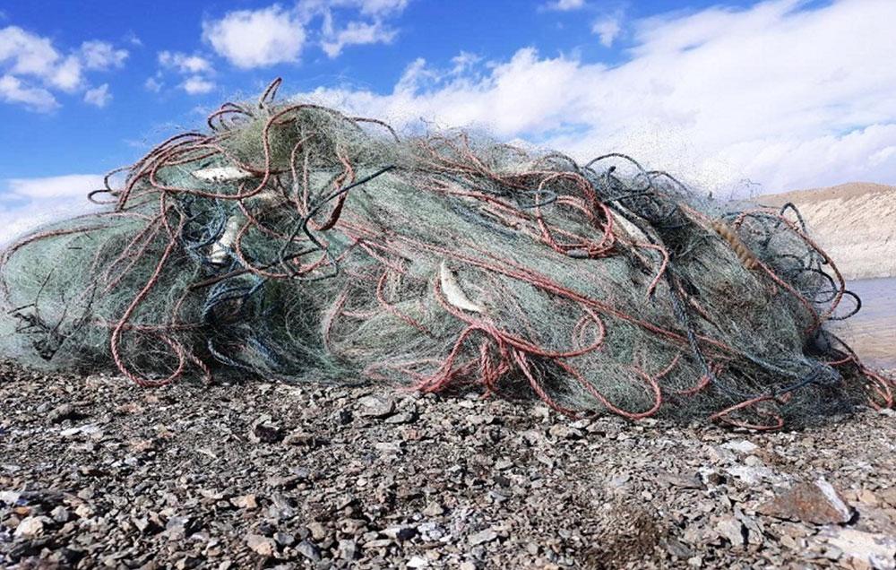 جمعآوری ۸ هزار متر تورهای غیرمجاز و سرگردان در سواحل جزیره کیش