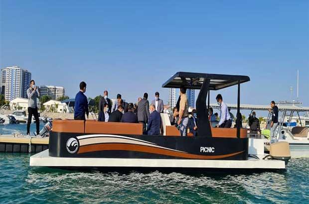 ساخت نخستین قایق تفریحی کامپوزیتی توسط جوانان خلاق ایرانی